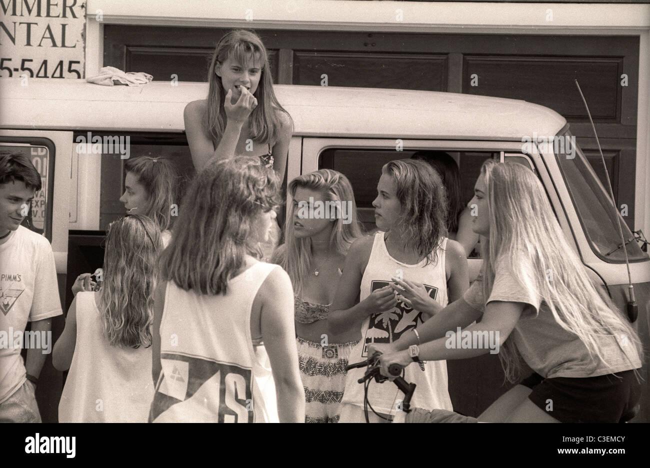 Mädchen im Teenageralter Straßenszene in Kalifornien Clique der 1990er Jahre Stockbild
