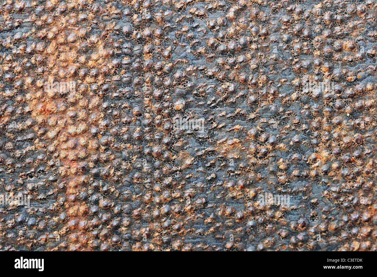 holprige rostiges Eisen Metall Hintergrundtextur mit Streifen Stockbild