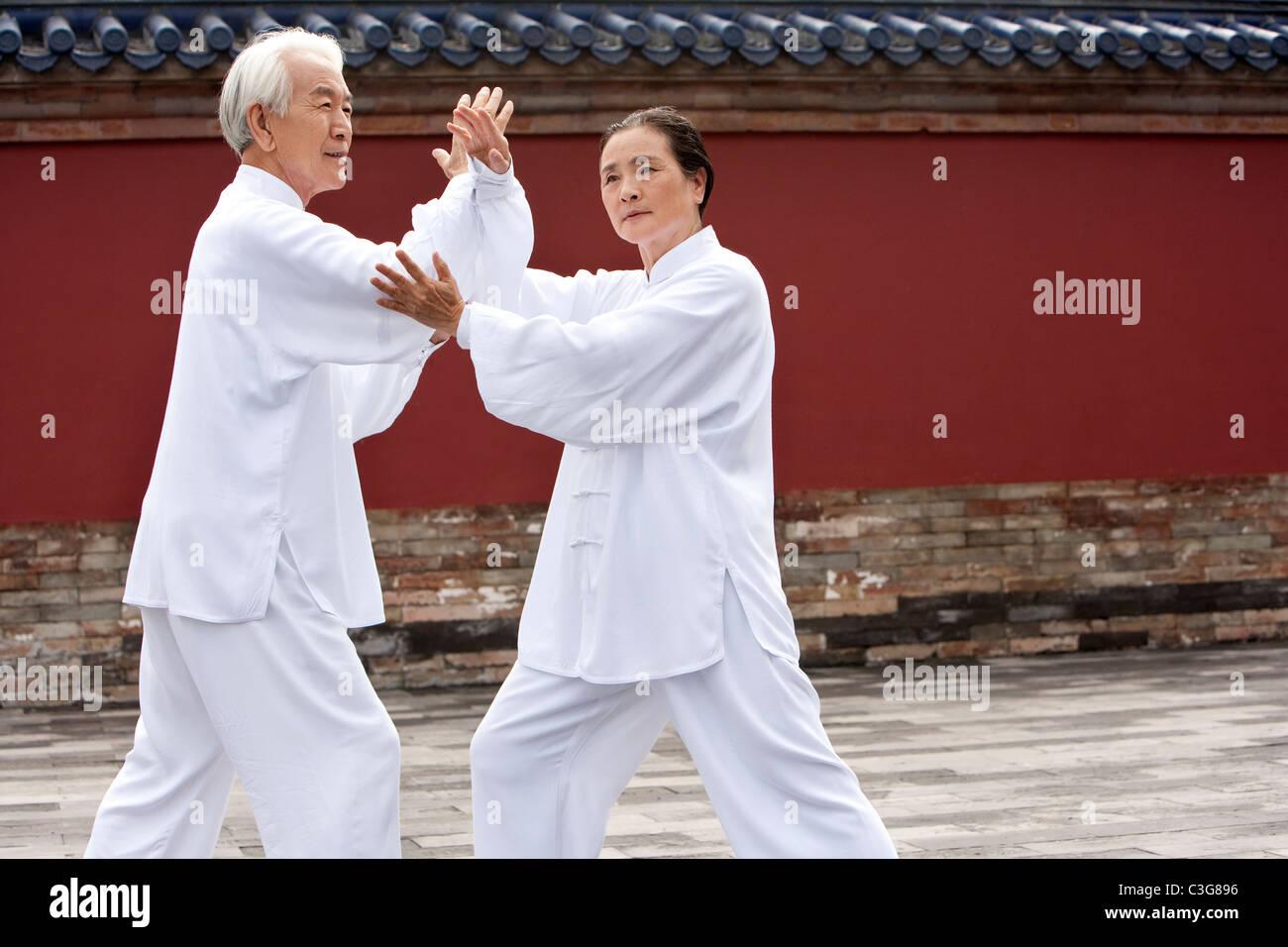 Älteres paar praktizieren Tai Chi, Temple of Heaven Stockfoto