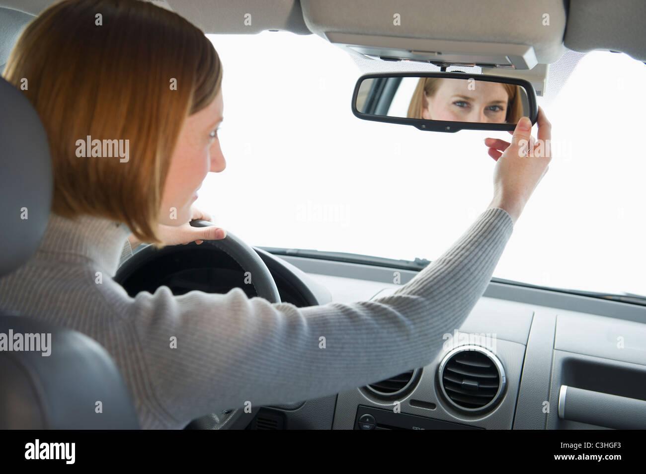 Vehicle mirror stockfotos vehicle mirror bilder alamy for Spiegel einstellen