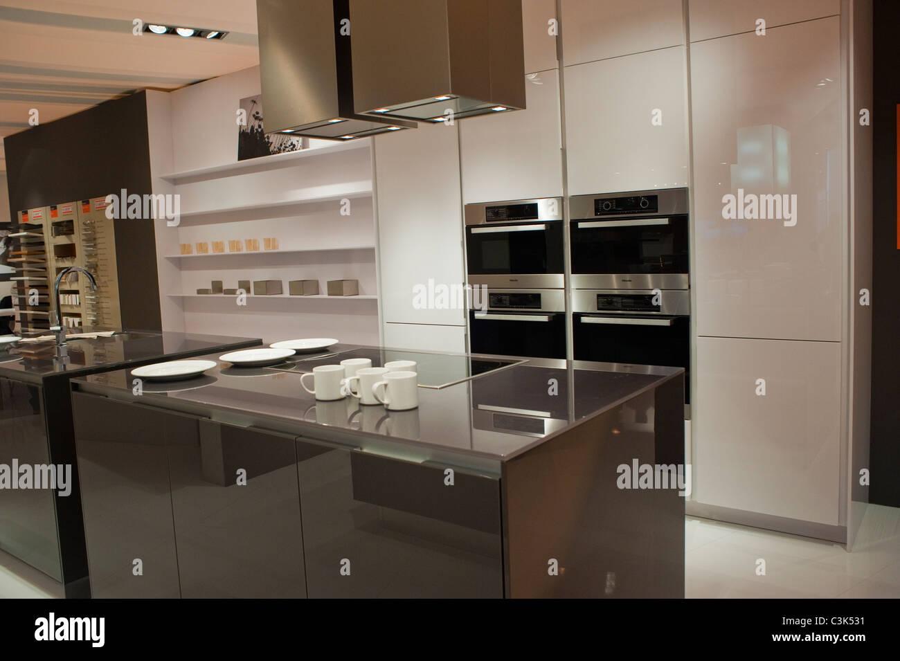 Paris, Frankreich, zeitgenössische Küche Interieur bei Industrial ...