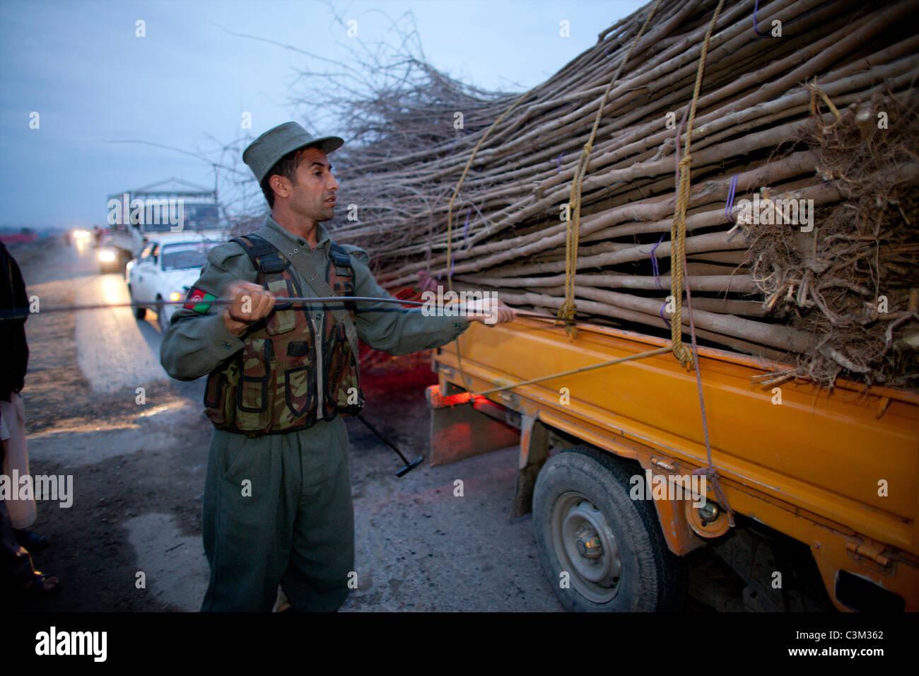 Afghanische Polizei auf der Suche nach Terroristen in Kunduz. Stockfoto
