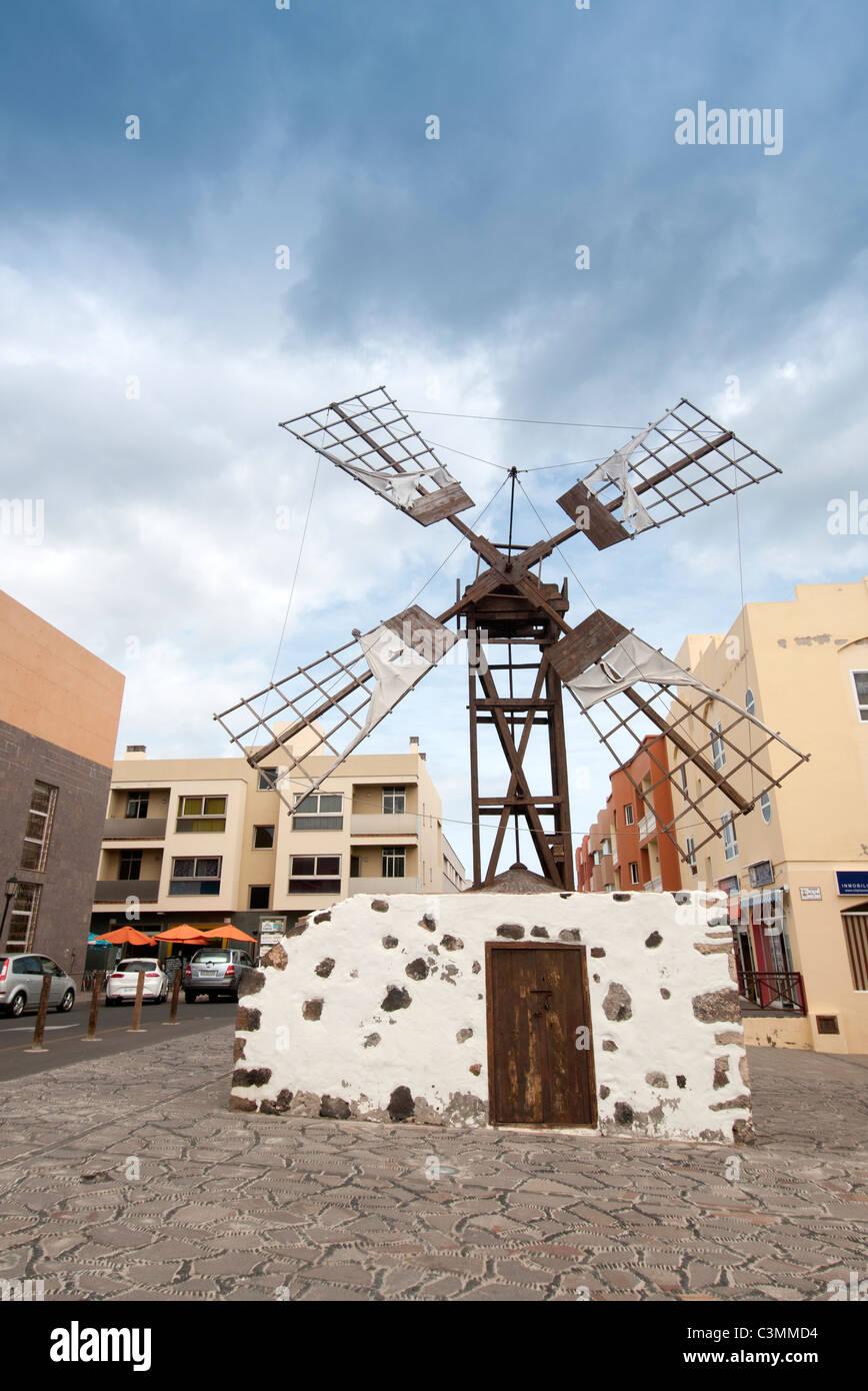 Windmühle im Zentrum von Corralejo Fuerteventura Kanarische Inseln Stockbild
