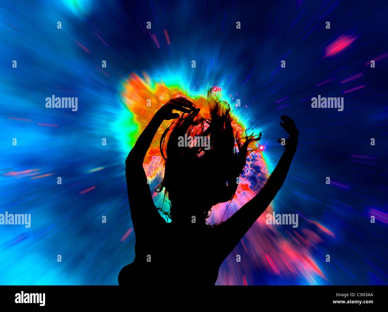 Silhouette der heranwachsende Mädchen bei Rave Tanz Konzert Stockbild