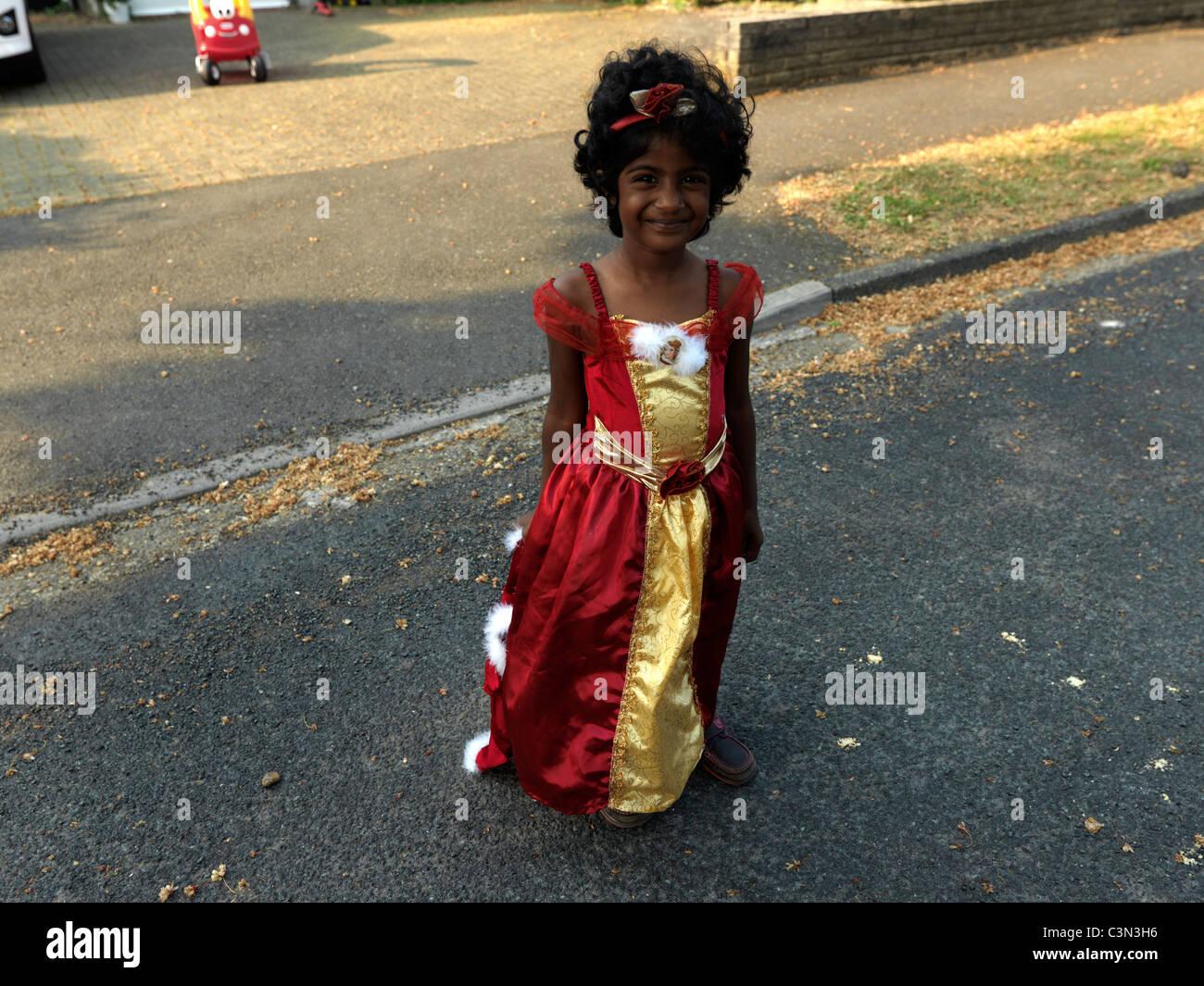 Groß Kleines Mädchen Kleid Für Die Hochzeit Zeitgenössisch ...