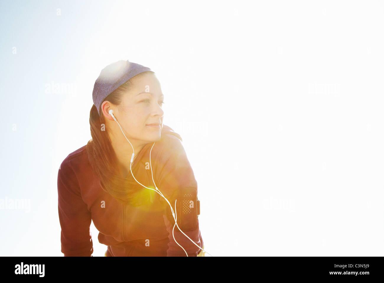Portrait von sportliche Frau mit Blendenfleck Stockbild