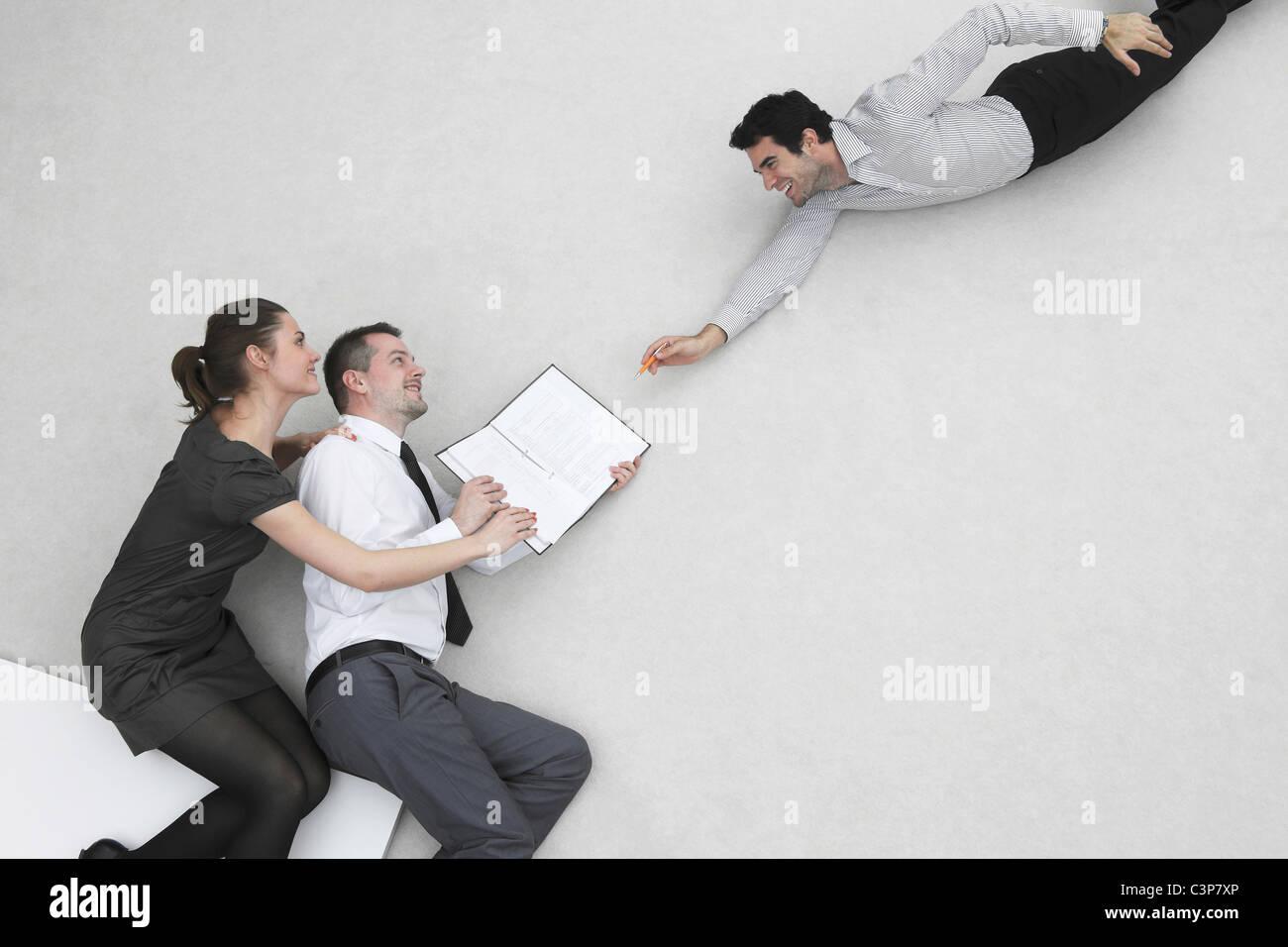 Drei Geschäftsleute, Unternehmer, Vertragsabschluss, erhöht, Ansicht Stockbild
