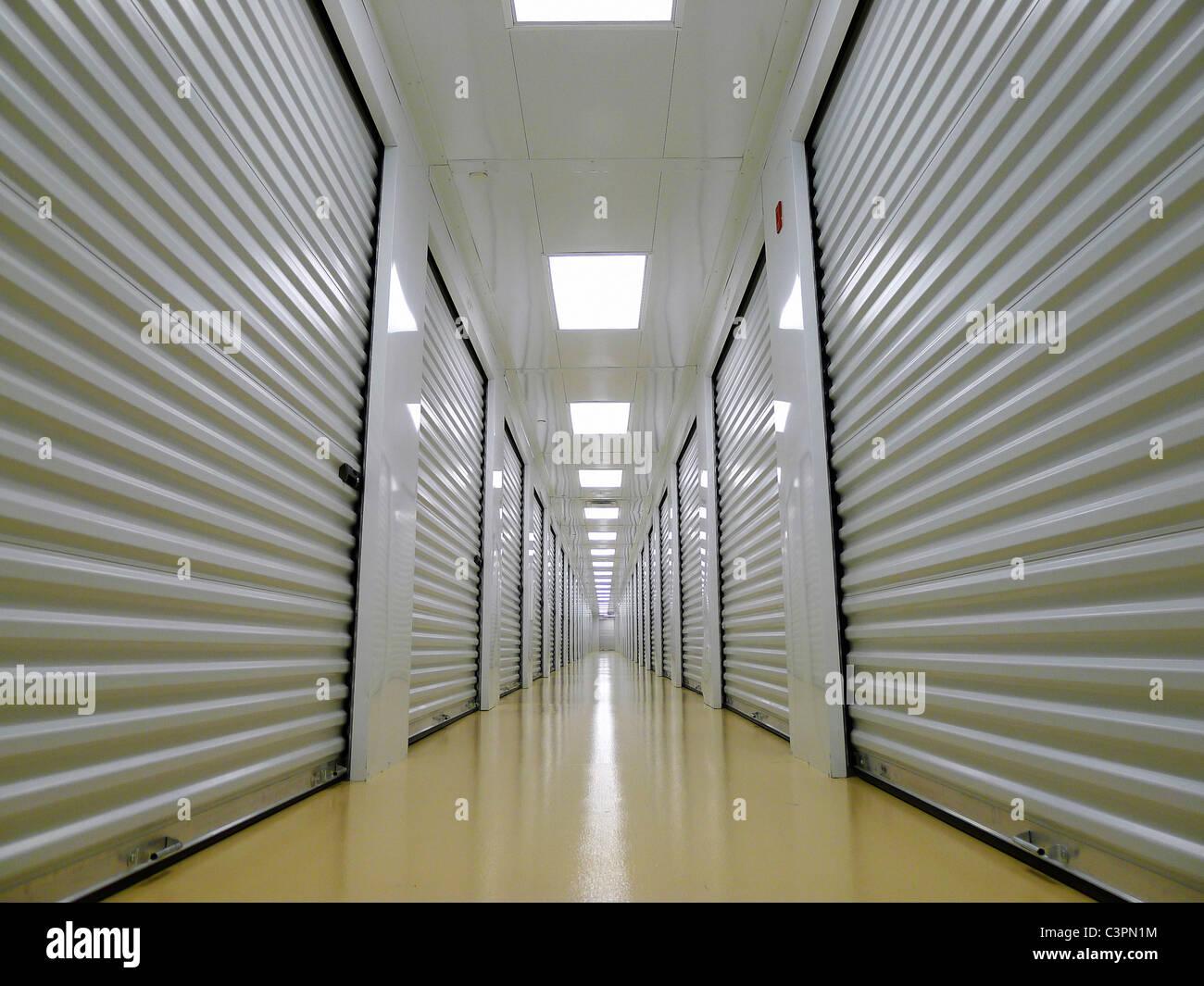 Private Indoor Schließfächer für eine sichere Lagerstätte. Stockbild