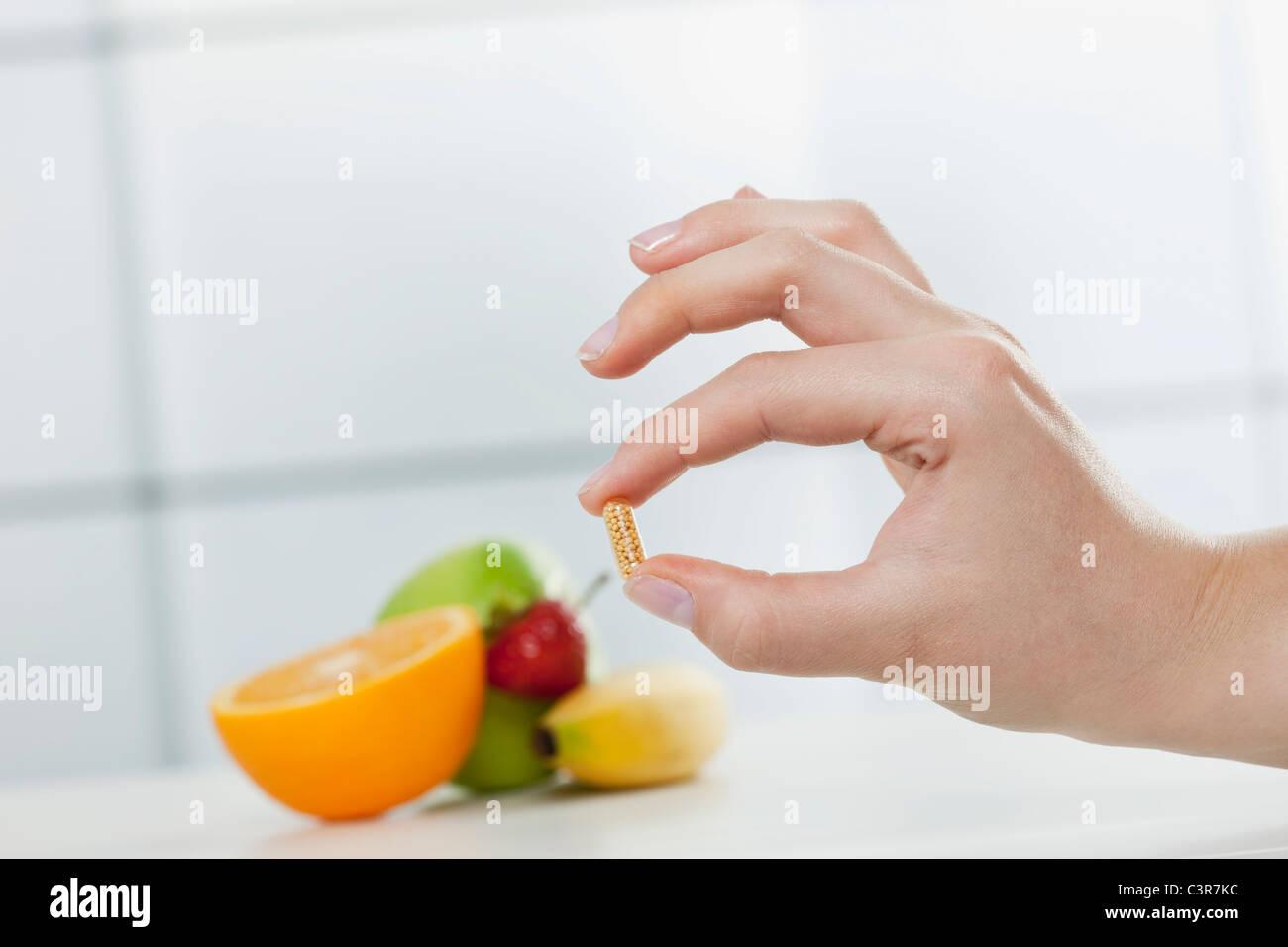 Deutschland Koln Menschliche Hand Die Diat Pille Mit Fruchten Im