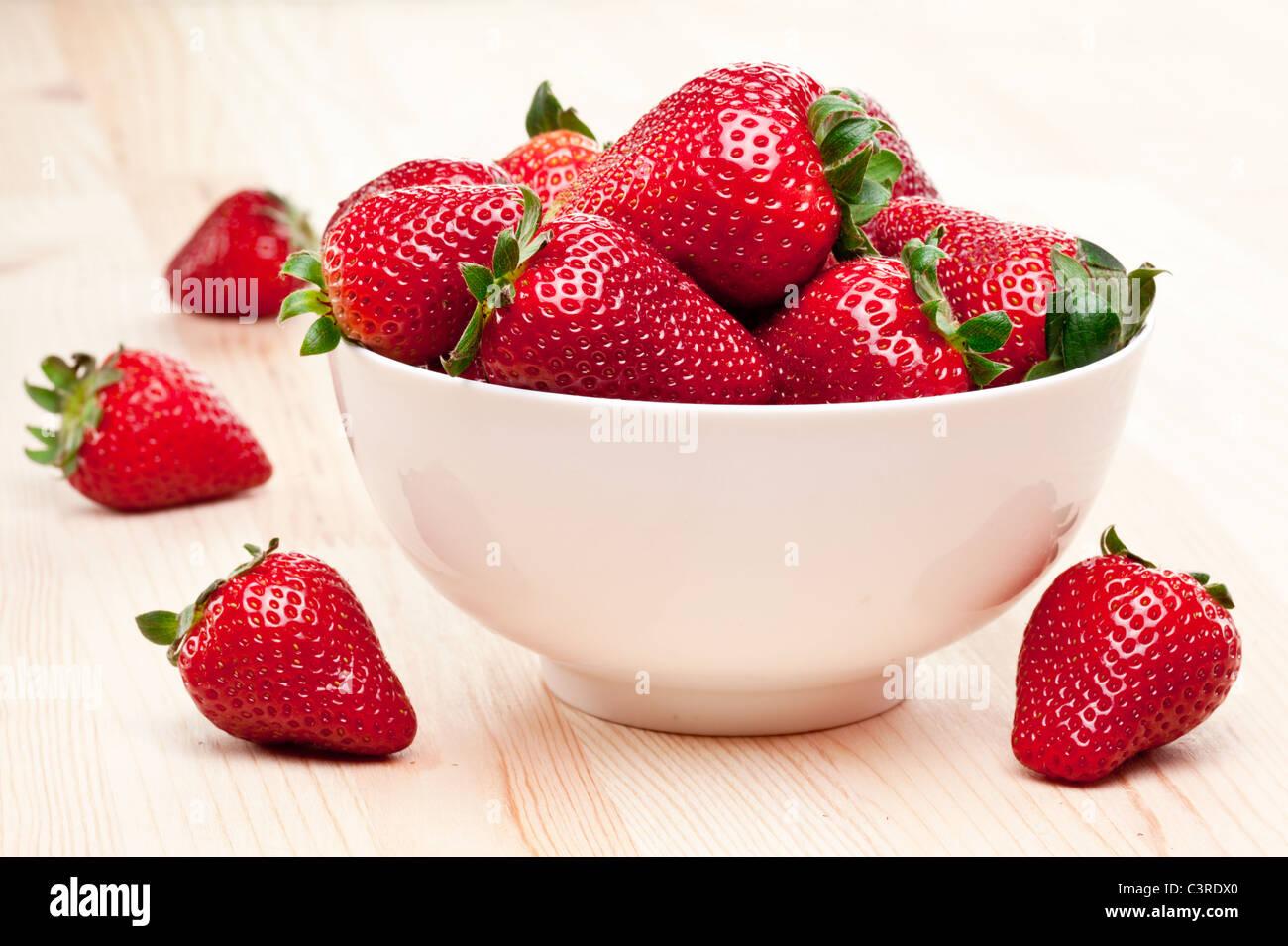 Leckeren Erdbeeren in die Schüssel. Stockbild