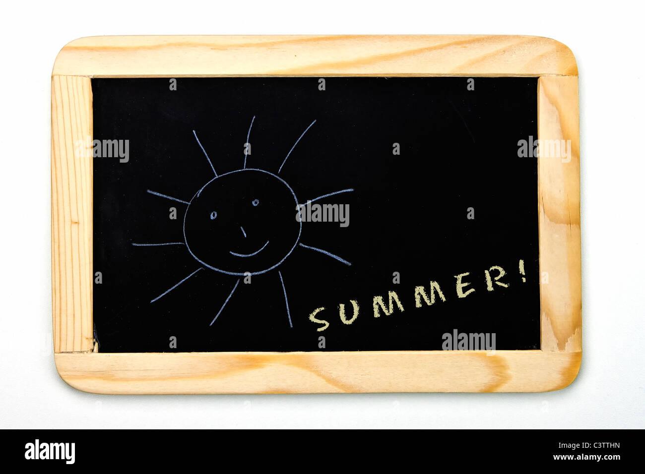 eine Tafel mit einer Sonne Stockbild