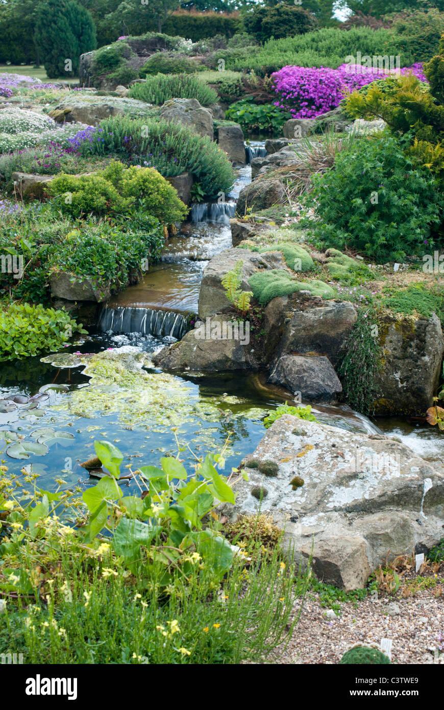 Alpine Steingarten mit einem Wasserspiel Stockfoto, Bild: 36811553 ...