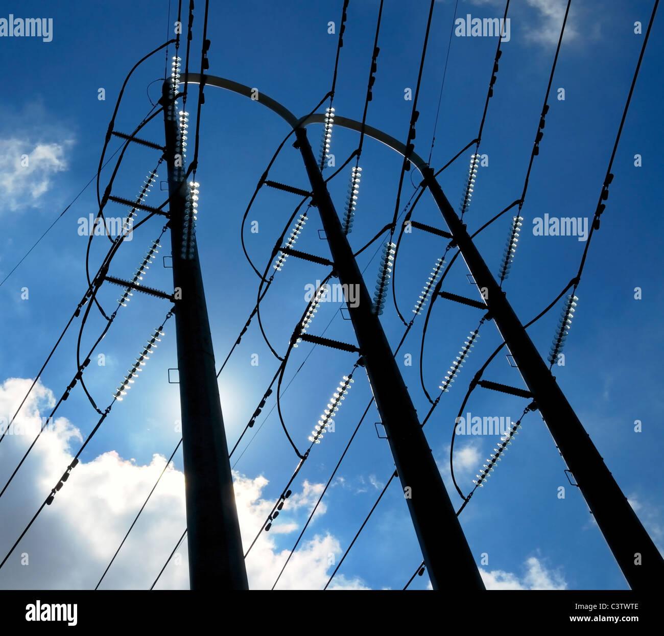 hohe Spannung Strom Verteilung Turm und Drähte Stockbild