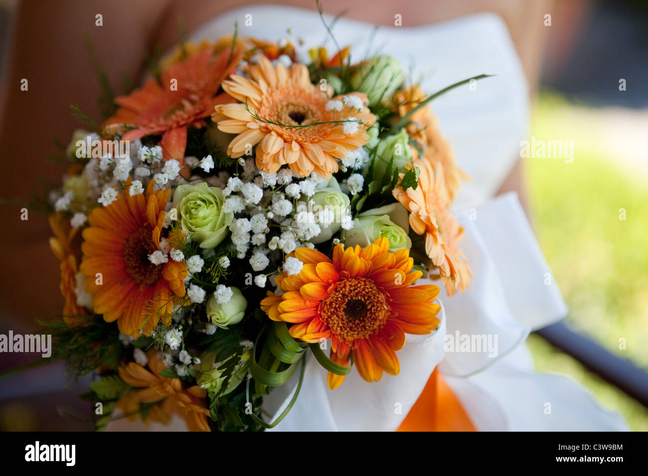 Brautstrauss Mit Orange Gerbera Blumen Stockfoto Bild 36820888 Alamy