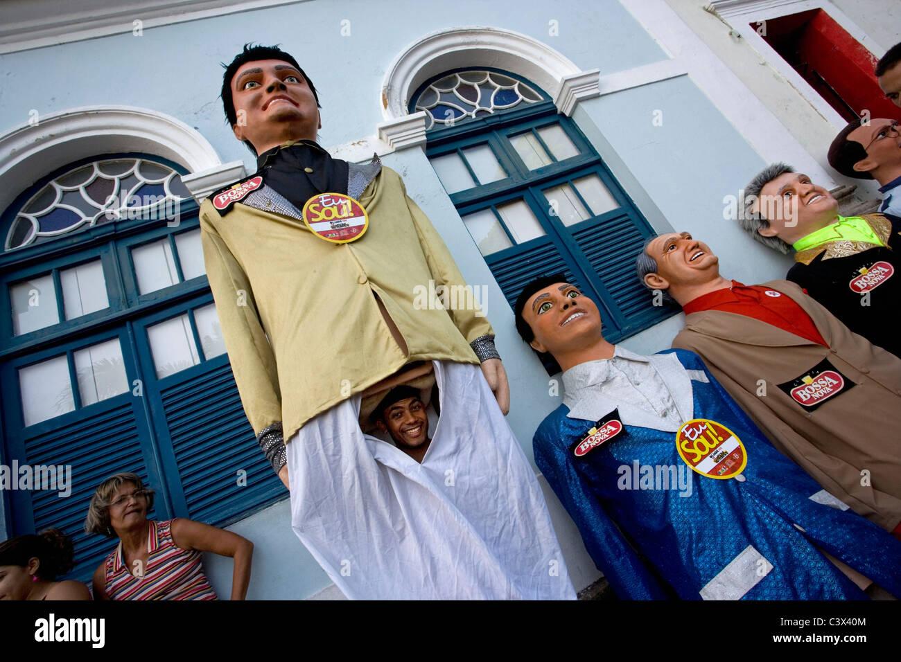 Brasilien, Olinda, Riesen Papiermaché Puppen verwendet im Karneval genannt Bonecos Gigantes de Olinda. Stockbild