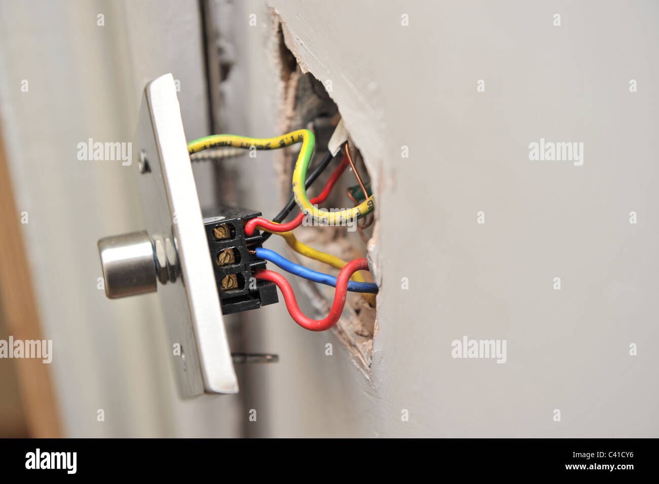 Electrician Wiring Light Switch Stockfotos & Electrician Wiring ...