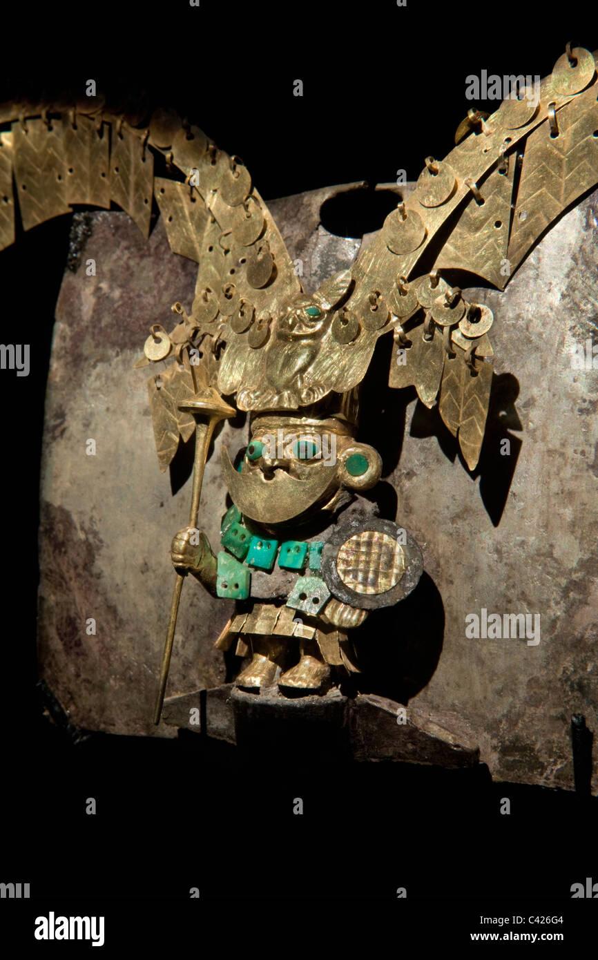Ornamente im Grab des Herrn von Sipan gefunden. Diese Nase Verzierung war das exquisiteste Juwel des alten Herrn Stockbild