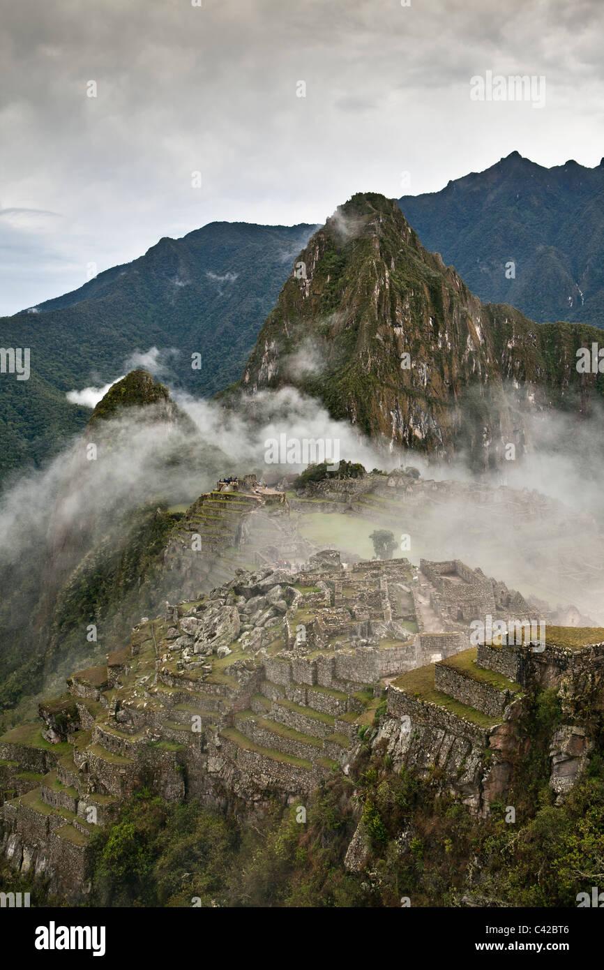 Peru, Aguas Calientes, Machu Picchu.15th-Jahrhundert Inkastätte liegt 2.430 Meter (7.970 ft) über dem Stockbild