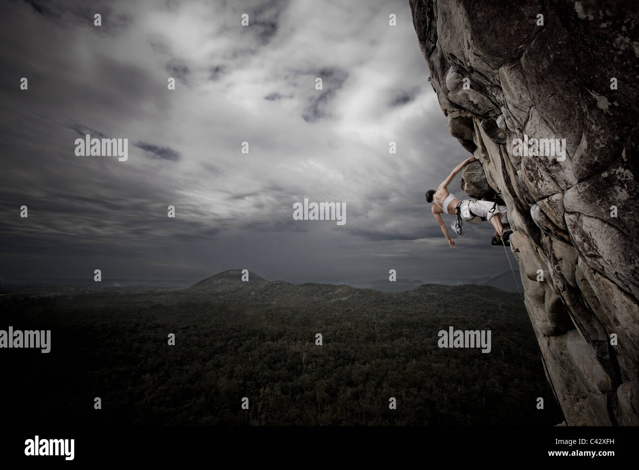 Frau Klettern Mt Tibrogargan Queensland Australien Stockbild