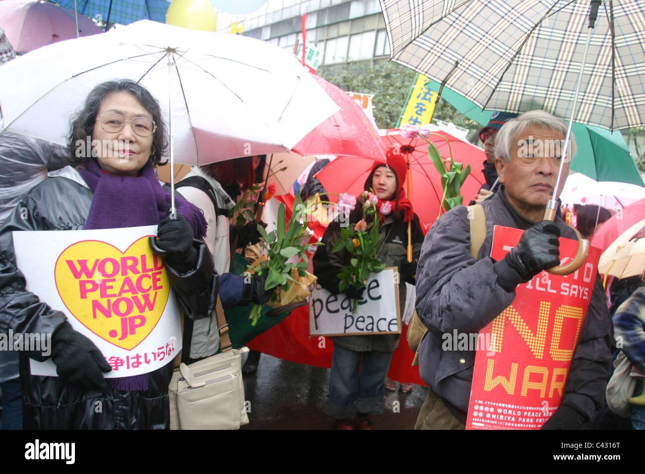 Frieden und anti-(iraq) Krieg Demo, Hibiya-Park, Tokyo, Japan 20.03.2004. Stockbild