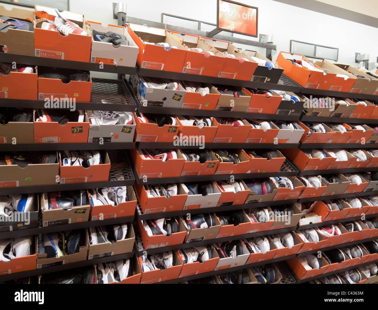 Schuhe zum Verkauf an NIke Outlet Store, Tanger Outlets