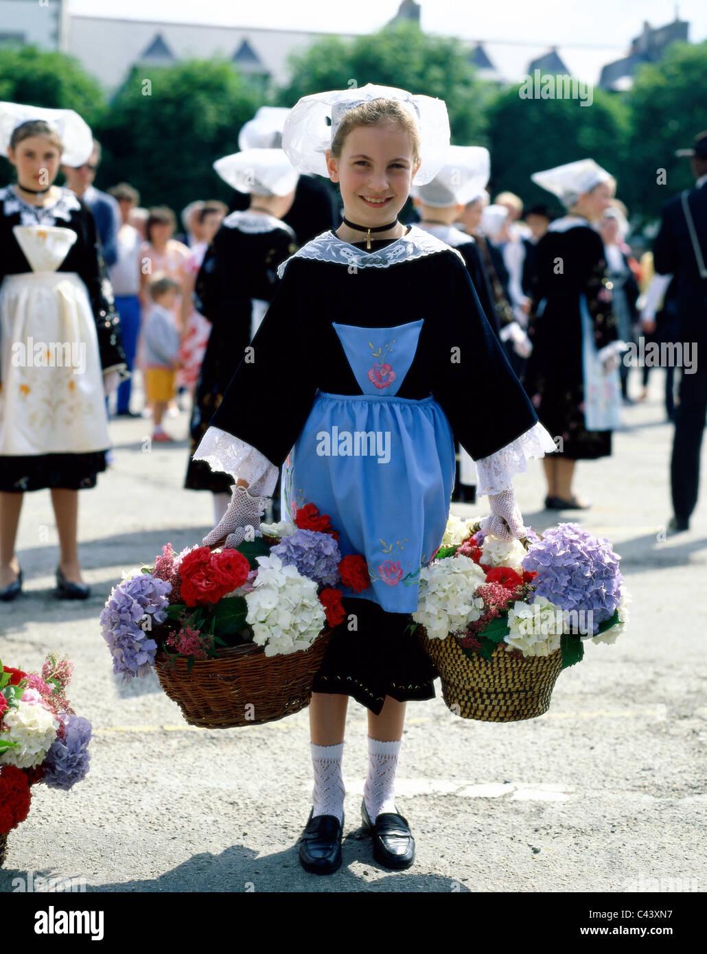 Breton Bretagne Kleid Frankreich Europa Madchen Holiday Wahrzeichen Tourismus Traditionell Traditionelle Kleidung Reisen Urlaub Stockfotografie Alamy