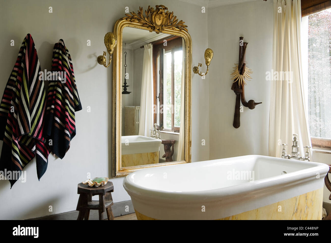 Gilt Framed Stockfotos & Gilt Framed Bilder - Alamy