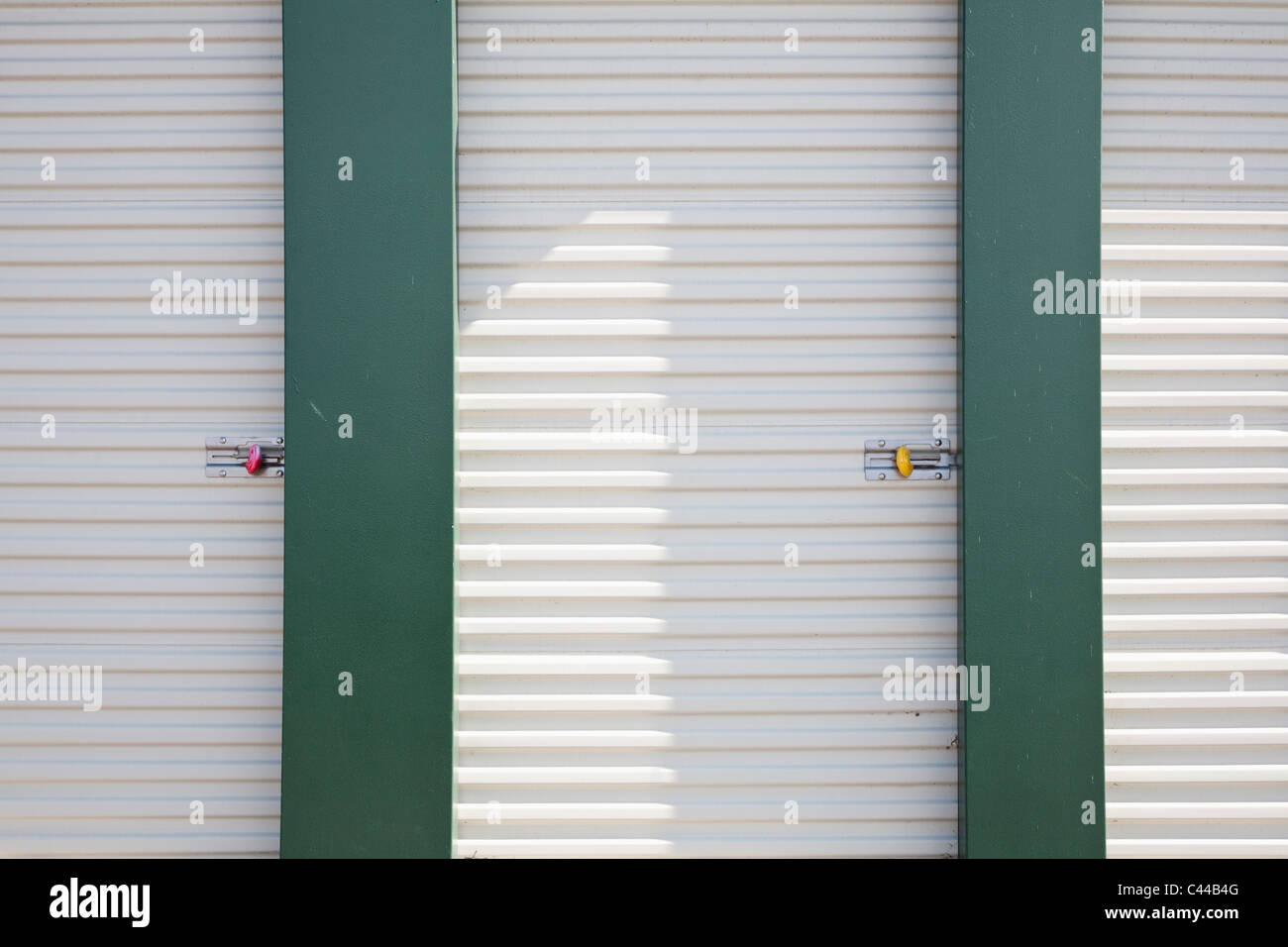 Gesperrte Speichereinheiten an einem Self-storage Stockbild
