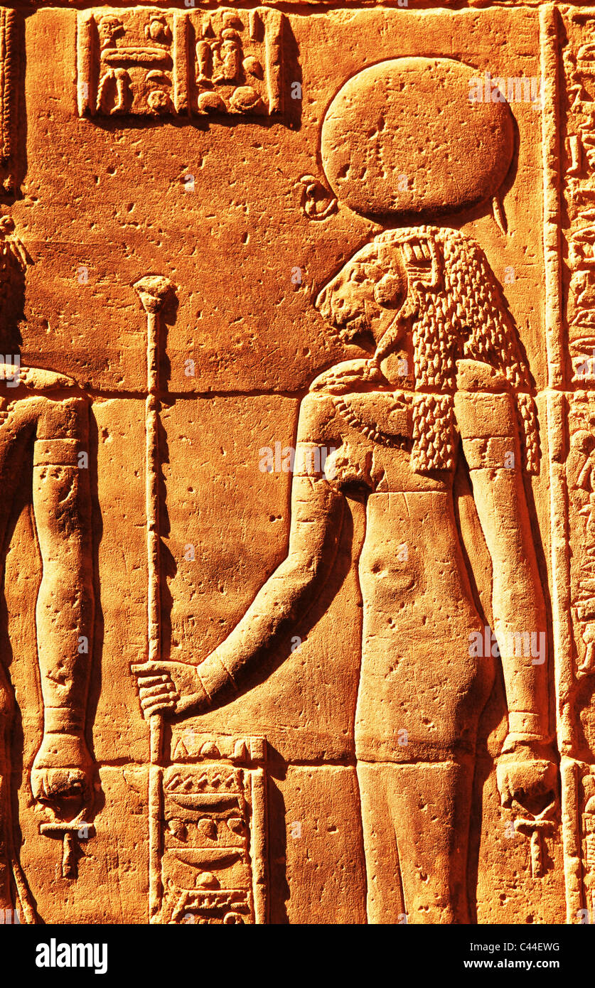 Wandrelief mit Hieroglyphen im Bezirk des Amun Re Karnak Temple Complex in der Nähe von Luxor Ägypten Stockbild