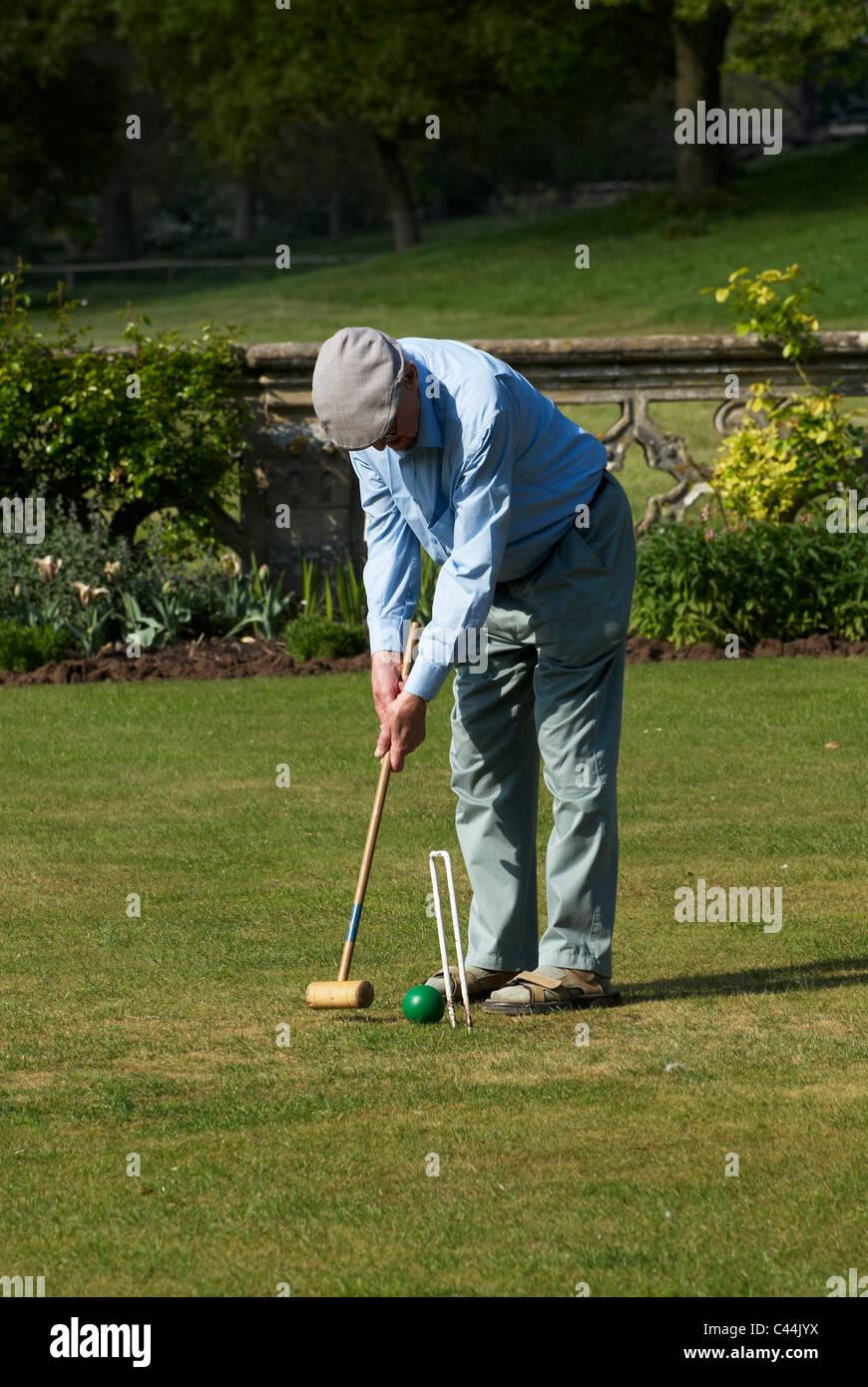 Rentner spielen Krocket Stockbild