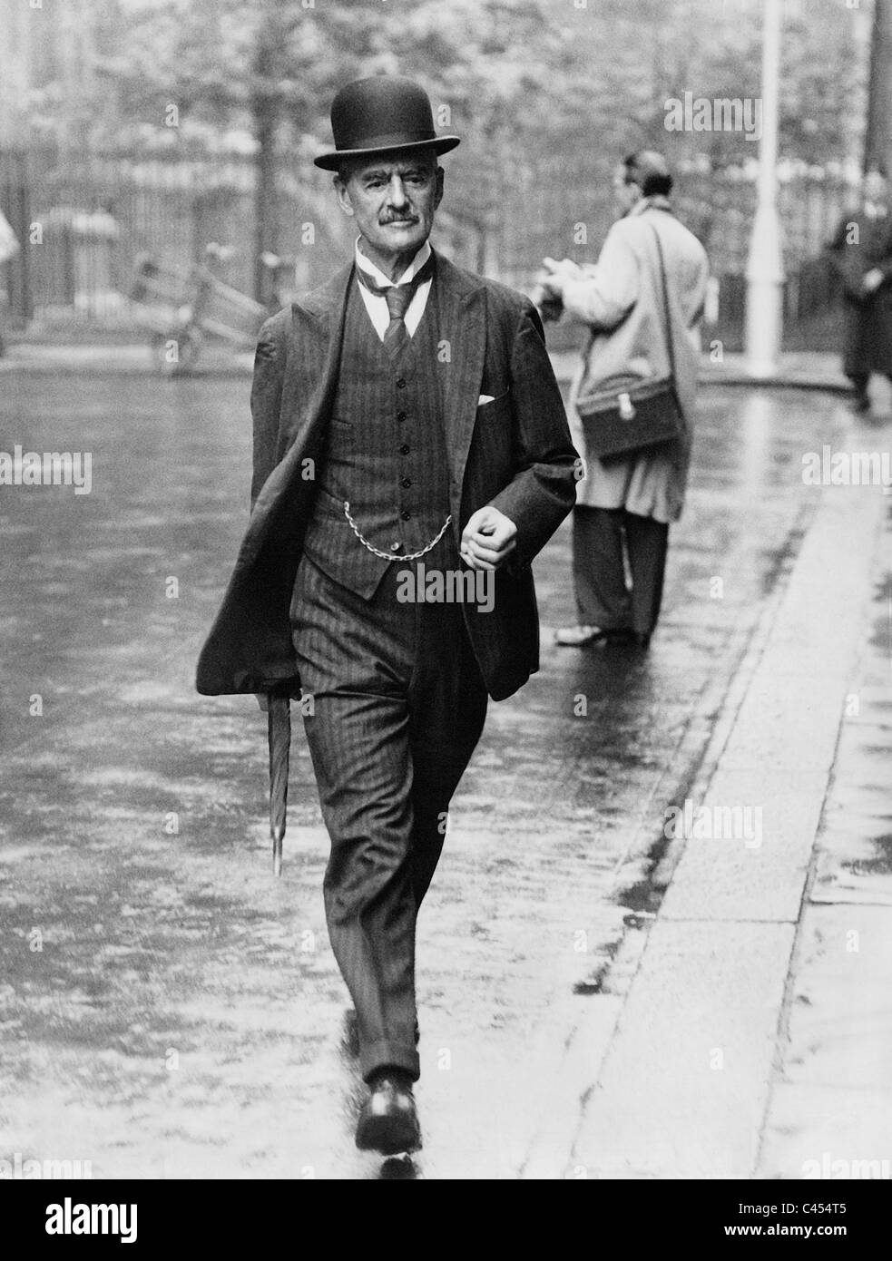arthur neville chamberlain essay The english statesman arthur neville chamberlain (1869-1940) was prime minister of great britain in the years preceding world war ii he is associated with the policy of appeasement toward nazi german.