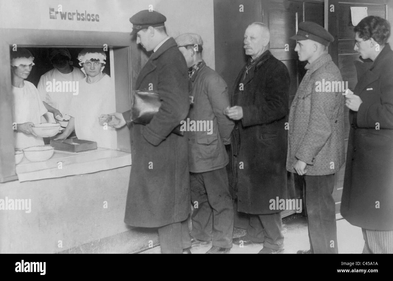 Suppenküche Berlin Arbeitslosen Vor Einer Suppenküche In Berlin 1930  Stockfoto Bild