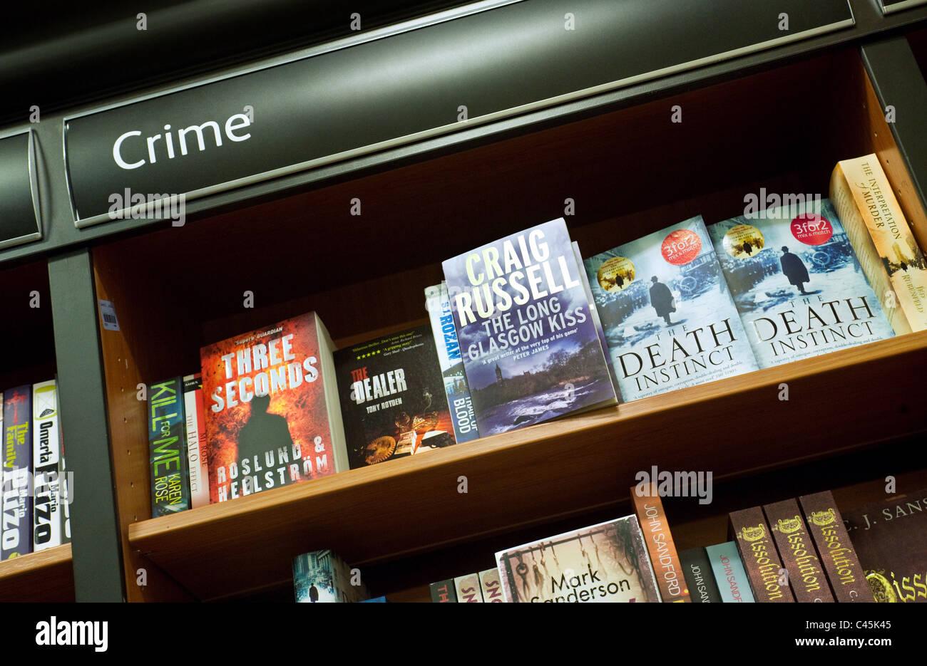 Kriminalität-Bücher zu verkaufen, Waterstones Buchladen Truro UK Stockbild