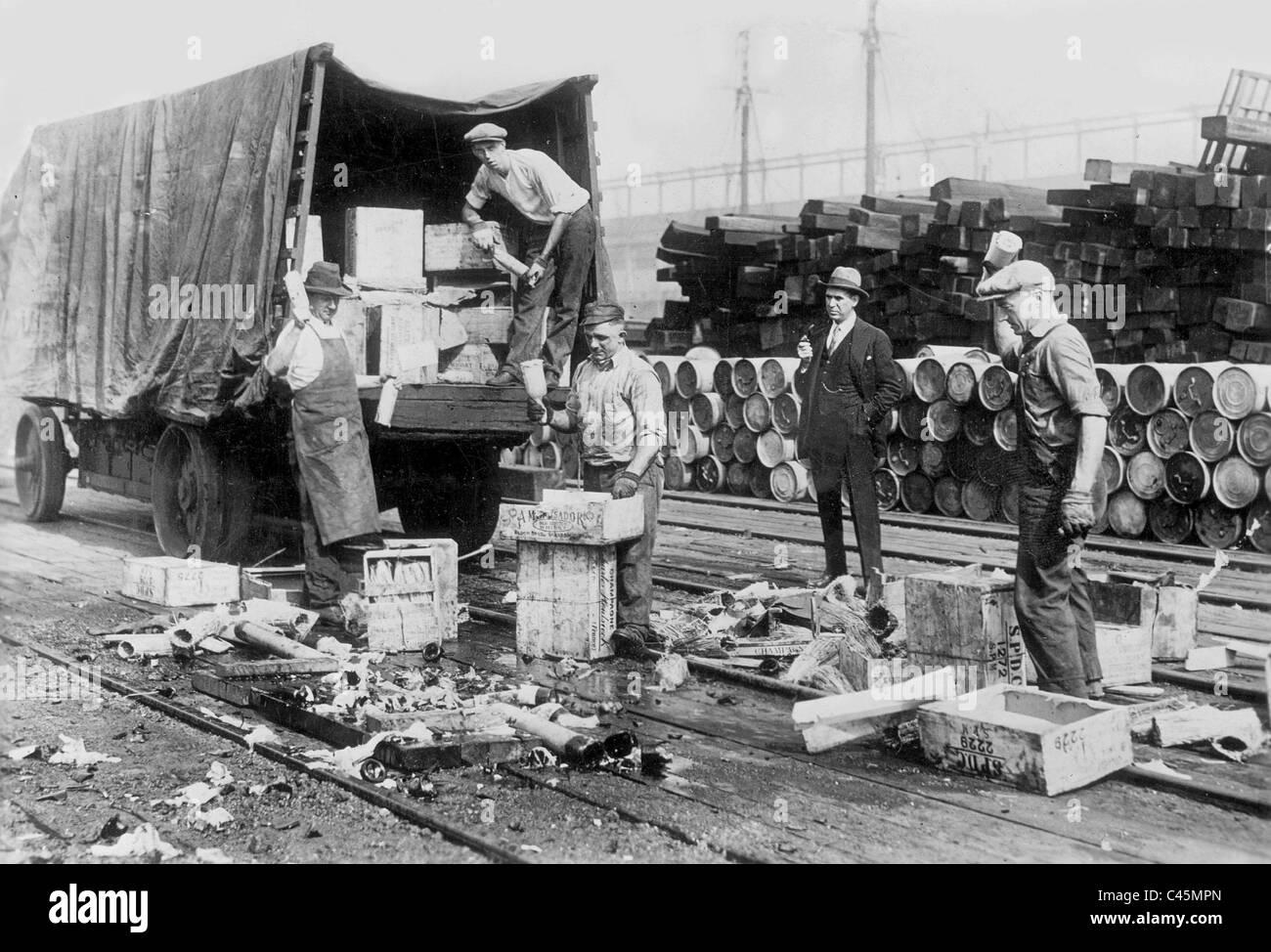 Zerstören den Alkohol zum Zeitpunkt des Verbots in New York, 1926 Stockbild