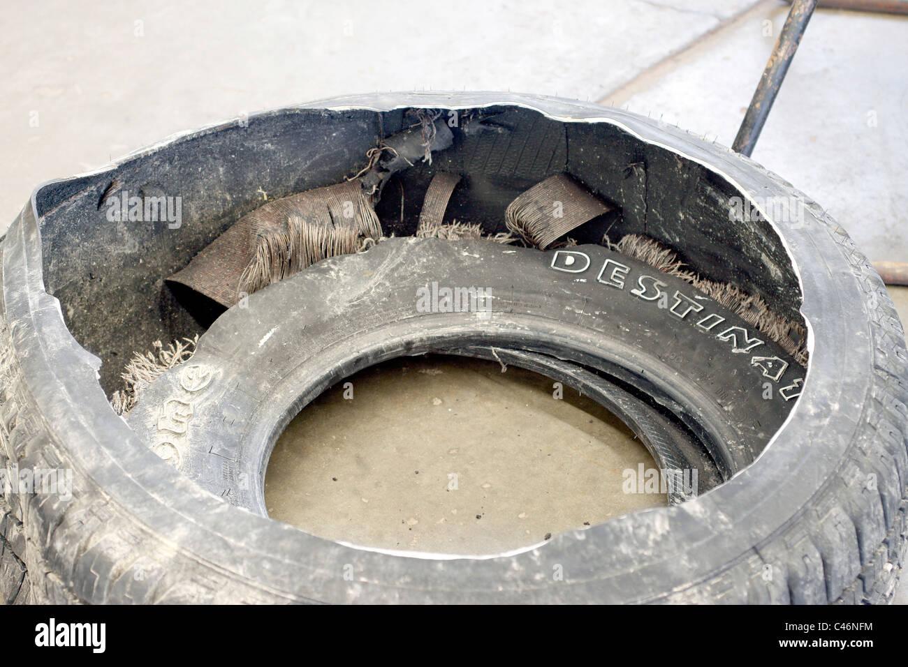 Reifenschaden Gehäuse mit sehr geringem Druck ausgeführt werden Stockbild