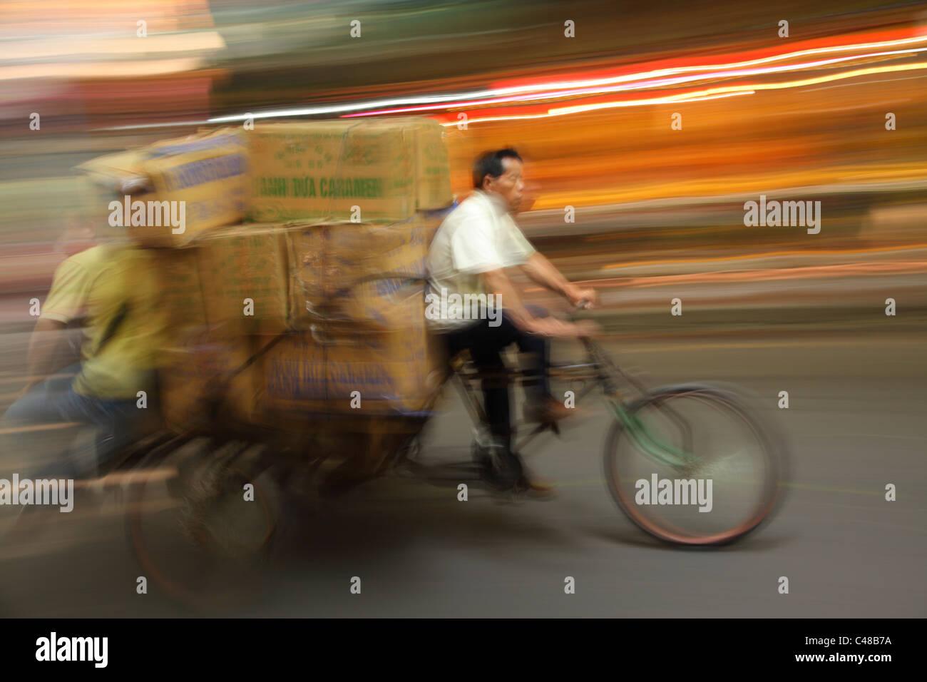 Verschwommene Rikscha, Guangzhou, China Stockbild