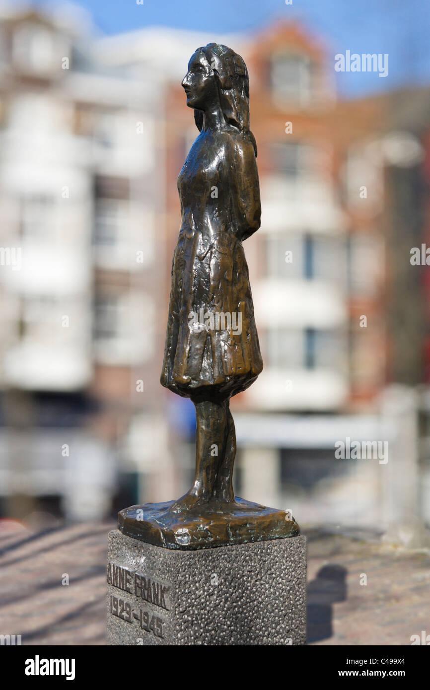 Statue von Ann Frank von Marie Andriessen außerhalb der Westerkerk, Prinsengracht, Grachtengordel, Amsterdam, Stockbild