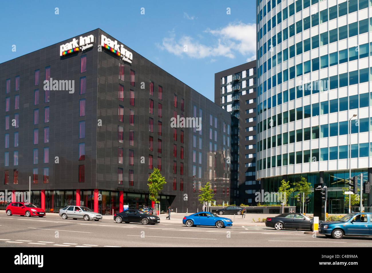 Park Inn und dem Stadtpark-Büro-Turm, grünen Viertel Entwicklung, Manchester, England, UK. Stockbild