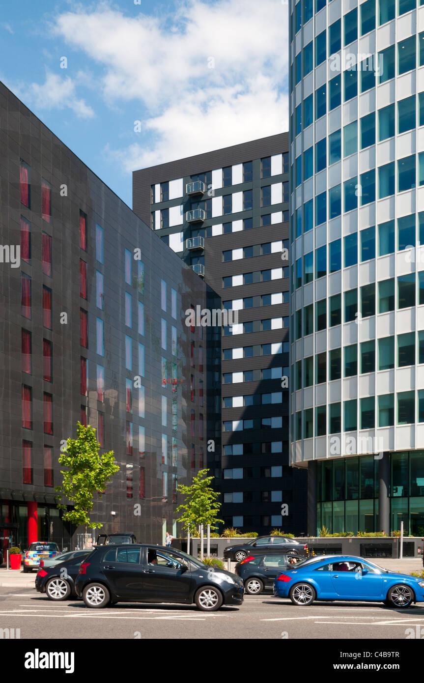 Park Inn (links) und das Stadtpark-Office tower, grünen Viertel Entwicklung, Manchester, England, UK. Stockbild