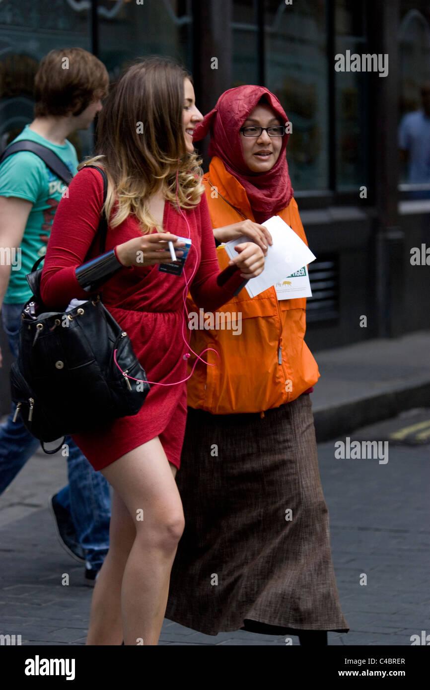 Chugger, Liebe Arbeitnehmer, jedoch in London Straße für Speichern der tiger Stockbild