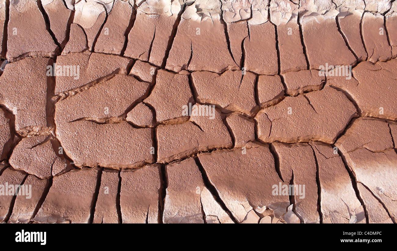 Getrocknete und rissige Erde Stockbild