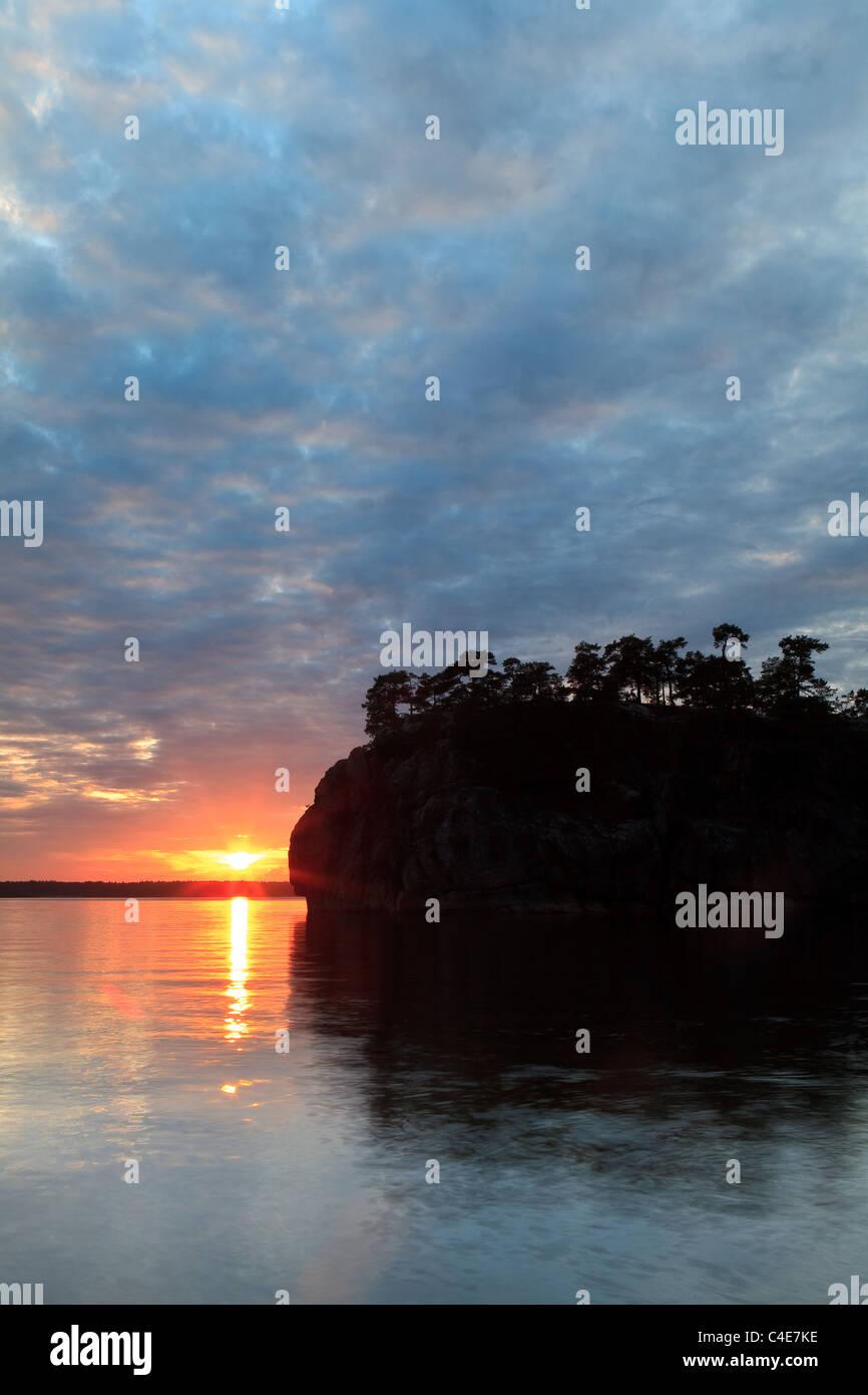 Die Insel Slottsholmen in den See Vansjø, Råde Kommune, Østfold Fylke, Norwegen. Stockbild