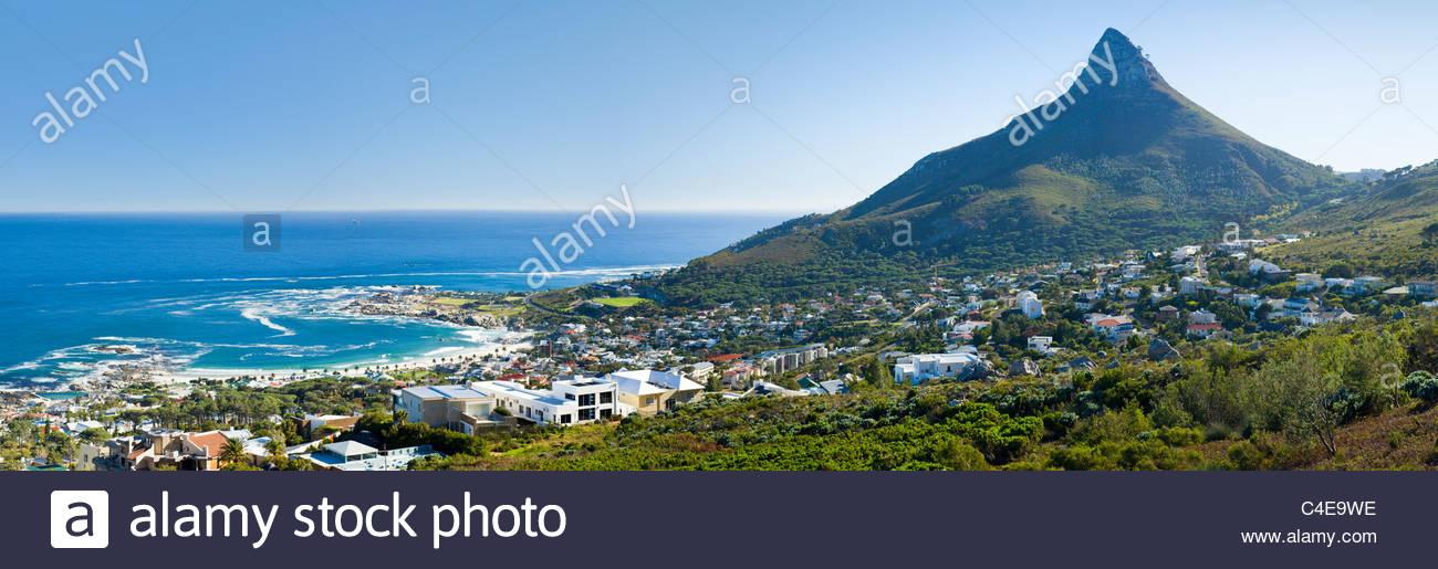 Camps Bay und Lion es Head, Kapstadt, Südafrika. Stockbild