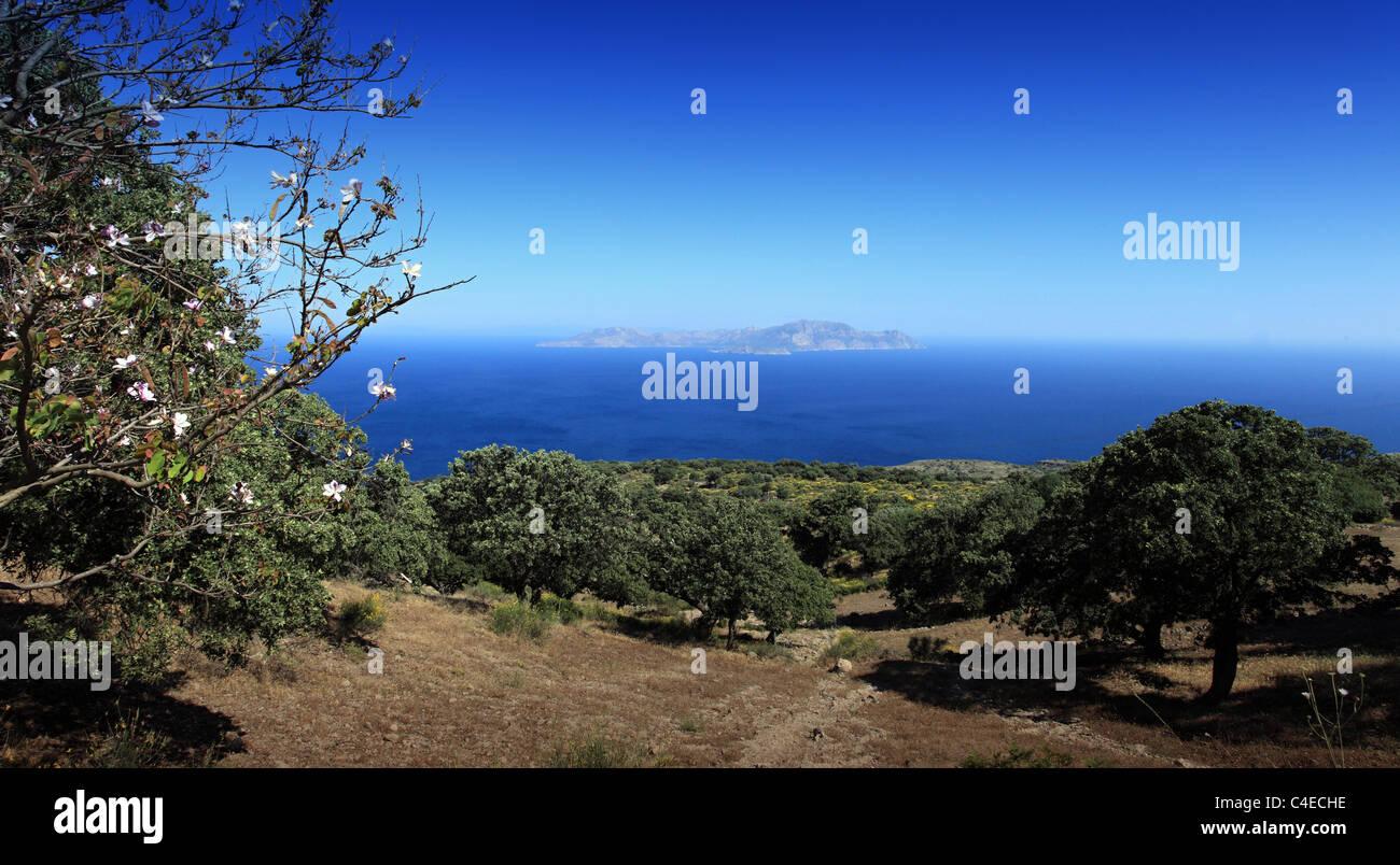 Nisos Tilos gesehen von Nisyros Insel Griechenland Stockbild