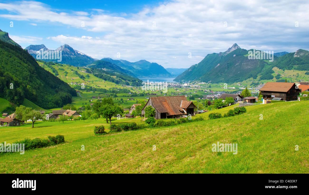 Blick von der Ibergeregg in Rickenbach in Richtung Lake Lucern (Vierwaldstättersee) und die Stadt der Brunnen, Stockbild