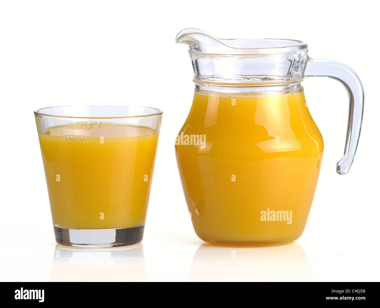 Kühlschrank Krug : Krug und ein glas orangensaft stockfoto bild: 37200951 alamy