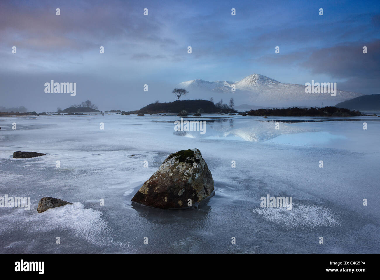 Man Na h-Achlaise & der schwarze Berg im Winter, Argyll und Bute, Schottisches Hochland, Schottland Stockbild