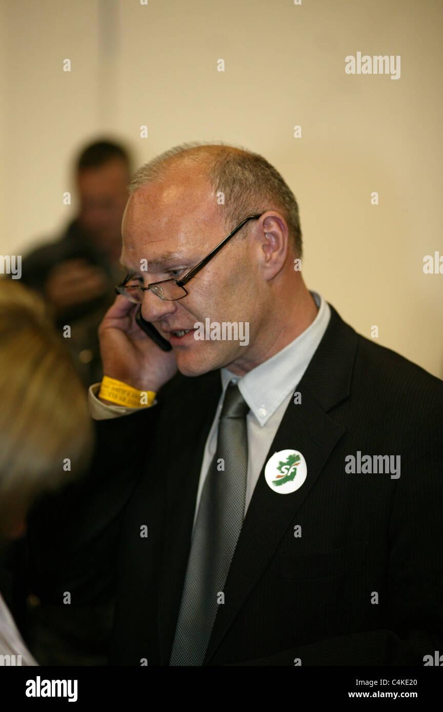 Sinn Féin Paul Maskey, die ordnungsgemäß als Abgeordneter für den Wahlkreis Belfast West bei Stockbild