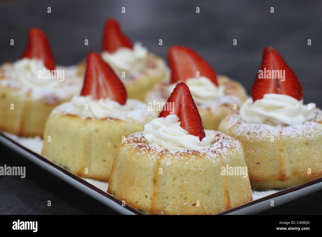 Mini Vanille Bundt Kuchen Mit Vanille Butter Creme Zuckerguss Und