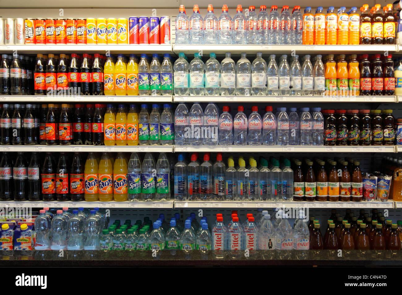 Kühlschrank Regal : Alkoholfreie getränke im kühlschrank regal stockfoto bild